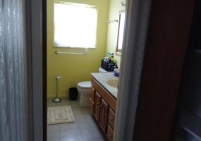 527 Bennert Drive Full Bath
