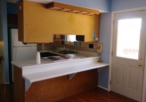 527 Bennert Drive Kitchen / Dining bartop