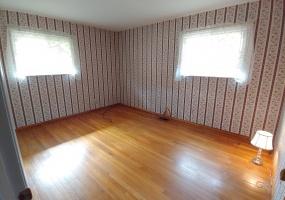 527 Bennert Drive Master Bedroom