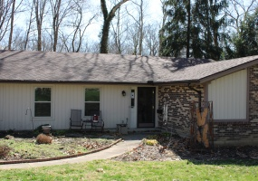 Brick / Vinyl home on wooded lot in Washington Township